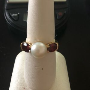 Jewelry - 14k gold ring garnet and pearl